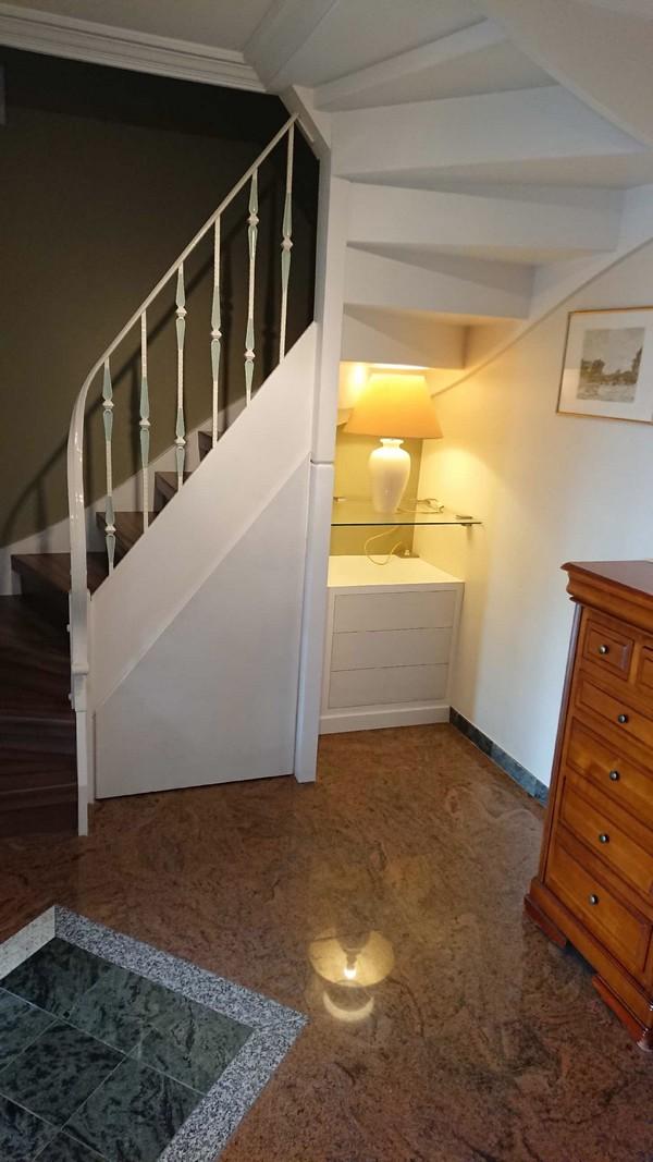 sous escalier 1b